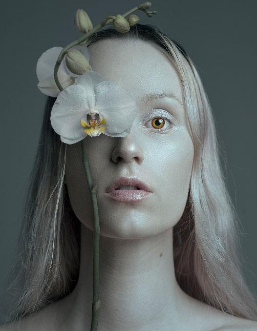 Flora Borsi